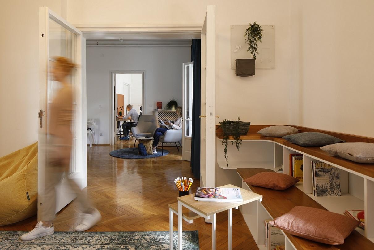 korner-coworking-interior-design-with-people